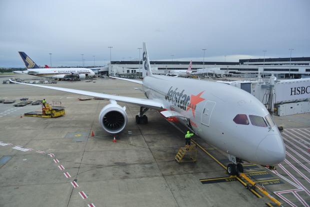 Jetstar_787_at_Sydney_Airport